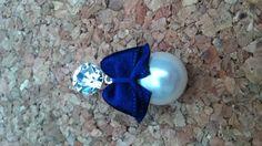 Blauwe strik met witte parel