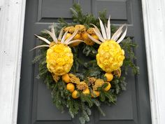 Pineapples anyone......made from strawflowers!  Christmas Wreaths of Colonial Williamsburg