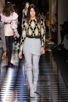 Balmain at Paris Fashion Week Fall 2016 - Runway Photos