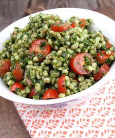 Veganmisjonen: Byggsalat med spinat og perletomater