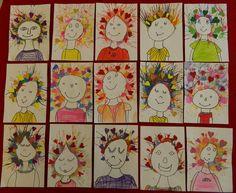 Děti černým fixem nakreslí obličej a část těla a potom se štětcem nanáší kolem obvodu hlavy vodové barvy a rozfoukávají se směrem od obličeje k okraji. Po zaschnutí se dolepí srdíčka z barevného papíru a pastelkami vymalují trička a halenky stejné barvy jako nalepená srdíčka. Práce paní Blanky W. L.
