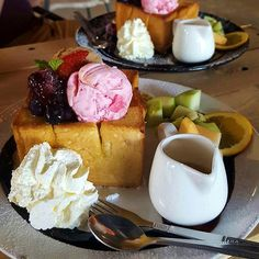 Ohhh I wish i've eaten this. But this is @robynjankel plate of Honey toast (popular Thai dessert, introduced from Japan) with fruit and ice cream, at the Old Time Cafe in Chumphon, Thailand #boozybunchtravels #oldtimecafe #honeytoast #icecream #thaidessert #thailand
