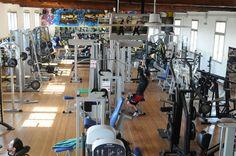 La nostra palestra vanta la Sala Pesi più ampia di Modena, con le Migliori Attrezzature di Ultima Generazione per il BodyBuilding ed il Fitness. La maggior parte dei Macchinari, delle Panche e dei Manubri sono doppi, in modo da consentire l'allenamento senza attesa negli orari di punta.