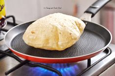 A perfect chapathi - A very soft and puffed up Indian flat bread, Chapathi. Serve with Indian curry, main dishes or even use it to make sandwich wraps. Indian Food Recipes, New Recipes, Vegetarian Recipes, Cooking Recipes, Favorite Recipes, Indian Foods, Vegan Meals, Cake Recipes, Roti Recipe Indian