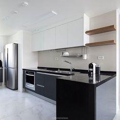 #잠실레이크팰리스 26평 #주방 #키친#주방인테리어#싱크대#제작가구#인테리어리모델링#아파트인테리어#모던#집스타그램#카민디자인#인테리어회사#한샘#마블타일#인테리어 Kitchen Interior, Modern Interior, Interior Design, Contemporary Kitchen Design, Modern House Design, Mini Kitchen, New Kitchen, Kitchenette, Simple House