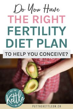 This fertility diet plan helps naturally improve egg quality and increase fertility by helping you choose the best foods to eat when trying to get pregnant. Fertility Smoothie, Fertility Foods, Natural Fertility, Pcos, Help Getting Pregnant, Pregnant Diet, Trying To Conceive, Good Foods To Eat, Bons Plans