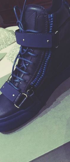 NEW IN! Giuseppe Zanotti Double Solid Kanye in blue
