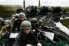 The advancing Red Army troops leave the Hungarian border 1944 Soviet Army, Soviet Union, Eastern Front Ww2, Troops, Soldiers, Ww2 Photos, Red Army, War Machine, Military History