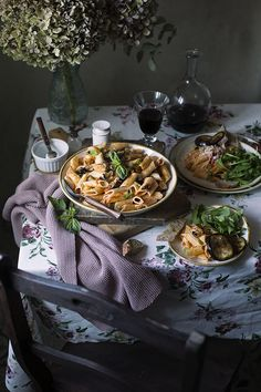 "PENNONI ""A LA NORMA"", CON BERENJENA Y RICOTTA SALADA - See more at: http://sweetandsour.es/pennoni-a-la-norma-con-berenjena-y-ricotta-salada-pecados-de-la-pasta/#sthash.gHfFYtF2.dpuf"