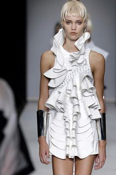 Sculptural Fashion Design - white dress with rippling 3D textures & sculpted collar; wearable art // Anne Sofie Madsen