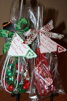 Hostess gift ideas here s another fun gift idea that involves chocolate fill a christmas whisk with hershey s kisses wrap it up and tie it with a pretty ribbon don t forget to add a cute tag quick and simple merry kissmas tutorial Christmas Crafts For Gifts, Homemade Christmas Gifts, 12 Days Of Christmas, Christmas Projects, Homemade Gifts, Christmas Holidays, Christmas Decorations, Christmas Ideas, Diy Christmas Gifts For Coworkers