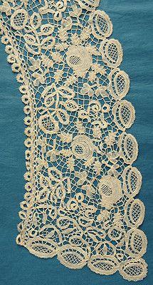Antique Honiton lace  ~  Collar  ~  Bertha.
