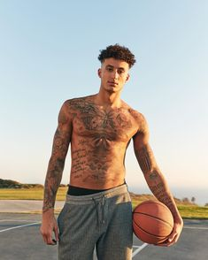 """Kyle Kuzma on Instagram: """"There's more than one way to be Fierce 🔥I'm excited to partner with @abercrombie to help launch their Fierce Family of fragrances! It's…"""" Cute Black Boys, Pretty Boys, Black Men, Nba Players, Basketball Players, Kelly Oubre, Kyle Kuzma, Figure Competition, Fine Boys"""