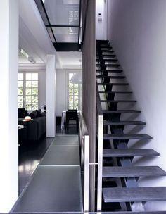 Dégradés de gris pour l'entrée - Une maison de famille aux allures de loft - CôtéMaison.fr