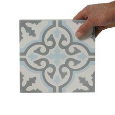 Marokkansk Flise Turkoso er en grå, turkis og hvid cementflise fra vores marokkanske sortiment. bruges til vægge og gulve, indendørs og udendørs