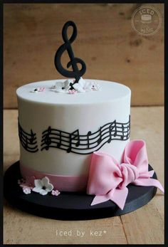 Adult cake Music Birthday Cakes, Music Themed Cakes, Music Cakes, Happy Birthday, Fondant Cakes, Cupcake Cakes, Violetta Cake, Bolo Musical, Music Note Cake