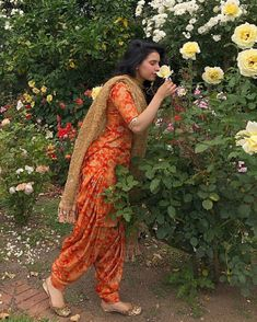 hairstyle on patiyala suit Ethnic Outfits, Indian Outfits, Ethnic Clothes, Punjabi Suit Simple, Punjabi Suits, Kaur B Suits, Patiyala Dress, Patiala Suit Designs, Beautiful Dress Designs