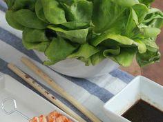 Receta de brochetas de salmón marinado en soja y aceite de sésamo para hacer en la barbacoa