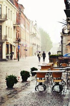 I don't know where this is but I'd like to go there. It reminds me of Paris :)