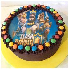 Resultado de imagen para pequeñas tortas de clash royale Chocolate, Royal Cakes, Ideas Para Fiestas, Birthday Cake, Kids, Food, Party Ideas, Lollipop Candy, Ideas Aniversario