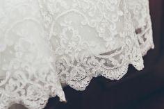 Os detalhes do vestido de noiva da Inês... #oblogdacasar #renda #lace #weddingdress #vestidodenoiva #casarnoivas #torresvedras by One Love Photography