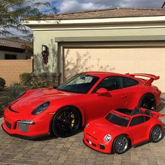 Father and son - matching 2016 Porsche 991 GT3 Powerwheels