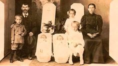 The Most Weird Tradition of Victorian Era: Post-Mortem Photography (Gallery) Photo Post Mortem, Post Mortem Pictures, Photography Gallery, Modern Photography, Paranormal, Funeral, Memento Mori Photography, Reine Victoria, Queen Victoria