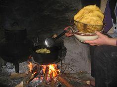 RECEITA - Doce - Filhós da Beira Baixa Portuguese Food, Portuguese Recipes, Food Cakes, Cake Recipes, Kitchen Appliances, Bread, Oatmeal Scones, Rotisserie Chicken, Tasty Food Recipes