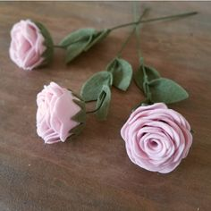 These handmade roses are made from eco-friendly felt and attached to wire floral stems with three felt leaves. Each flower measures about 2.5 inches in diameter and are approximately 10 inches long. Because these are handmade, size may vary. The flowers are shown in baby pink, cream, and yellow, but can be made in any of the colors in the last photo.  At checkout, select the number of roses you'd like as well as the color. If you'd like multiple roses in multiple colors, message me with your…