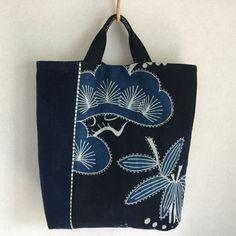 古布、にゃん達、ゆるい手しごとの日々。  「にゃん」のマイブランドで作品作りをしています。 Japanese Embroidery, Japanese Fabric, Hand Embroidery, Patchwork Bags, Quilted Bag, Shashiko Embroidery, Running Stitch, Fabric Bags, Sewing Crafts