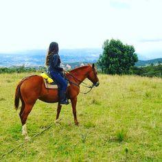 La experiencia de cabalgata en Cuenca #Ecuador con @montaruna es inolvidable los paisajes y la belleza de los caballos te brindan la oportunidad de disfrutar al máximo de esta actividaf  #visitcuencaecuadir #allyouneedisecuador #placeok #placeokstudio #travelblogger #travelbloggers #passionpassport #dametraveler #horsesofinstagram #horselover