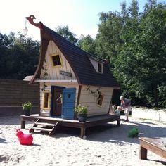 Sprookjesachtig #speelhuis bij het Pannehuske in Achtmaal. Gemaakt door 2Life art.