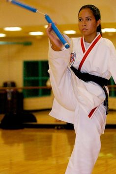 Woman born without arms is both a black belt and a licensed pilot - ARTICLE