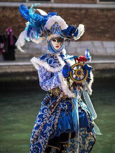Venetian Costumes, Venice Carnival Costumes, Venetian Carnival Masks, Carnival Of Venice, Venetian Masquerade, Masquerade Ball, Gas Mask Art, Masks Art, Costume Venitien