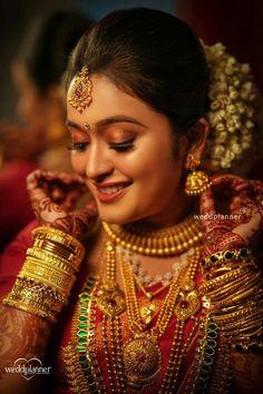 Beautiful indian brides, bridal makeup pictures, asian bridal makeup, i Indian Bride Poses, Indian Wedding Bride, Indian Bridal Wear, South Indian Bride, Marathi Wedding, Indian Weddings, Saree Wedding, Wedding Dresses, Bridal Makeup Pictures