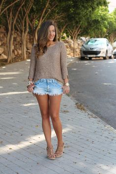 Get this look (sweater, shorts, sandals) http://kalei.do/Wz79dd2ElBfptiJw
