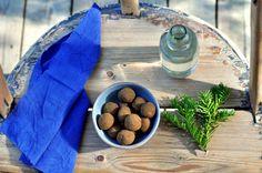 Sjokoladekuler med lakris inneholder kun tre ingredienser, er enkle å lage, og forsvinner i en fei!