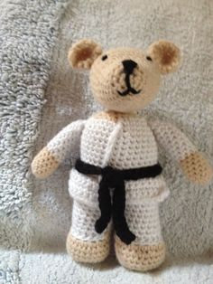 Karate Bear Ky modified the pattern from Lion Brand