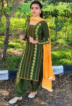 Embroidery Suits Punjabi, Embroidery Suits Design, Embroidery Fashion, Punjabi Suits Designer Boutique, Indian Designer Outfits, Indian Outfits, Indian Dresses, Patiala Suit Designs, Kurti Designs Party Wear