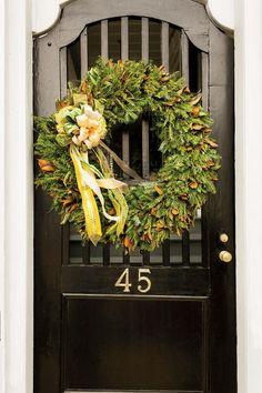 54 Festive Christmas Wreaths: Mix Materials
