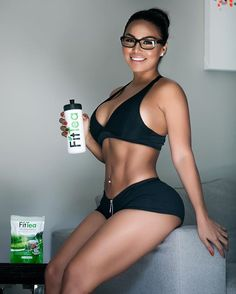 Detox time with @fittea ☕️ hope you guys are having an amazing day  - Dolly Castro (@missdollycastro)