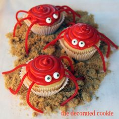 Adorable cupcakes add fun flair to any party for kids. Anyone can create these easy cupcakes! Even the kids can help! Browse through this creative collection to find cute cupcake Crab Cupcakes, Kid Cupcakes, Animal Cupcakes, Cupcake Cookies, Cupcake Party, Beach Cupcakes, Lemon Cupcakes, Strawberry Cupcakes, Birthday Cupcakes
