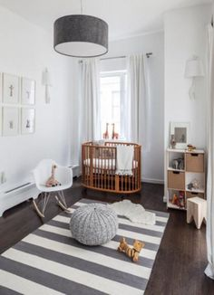 Great gender neutral nursery. The striped rug on those floors looks great. 30 Gender Neutral Nursery Design Ideas | Kidsomania