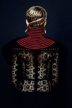 Chunky Medieval Fashion - Harpers Bazaar Vietnam Nu Renaissance Aristocracy is Fit for Royalty (GALLERY) Beauty Editorial, Editorial Fashion, Editorial Hair, Beauty Photography, Fashion Photography, Coiffure Hair, Hair Plaits, Corte Y Color, Creative Hairstyles