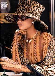 I really really dig this Leopard print hat and matching scarf with what looks to be an African patterned long sleeved dress or top with matching gloves. Not everyone can pull this off but the model looks superb with this look. Animal Print Fashion, Fashion Prints, Fashion Design, Moda Animal Print, Animal Prints, Leopard Prints, Cheetah Print, Church Hats, Love Hat