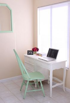 Minimalist Home Office-Goodwill find    Finally a minimalist concept that realizes living minimally doesn't have to be stark white or ultra-modern/art deco-looking