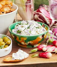 Cookbook author Julia Turshen was inspired by two classics--green-onion cream cheese spread and French onion dip--to create this party dip recipe.Preheat oven to Place green onions in a … Bhg Recipes, Party Dip Recipes, Recipes Appetizers And Snacks, Side Recipes, Yummy Appetizers, Bagel Chips, French Onion Dip, Cream Cheese Spreads