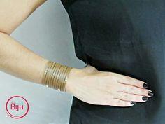 O charme de  uma  pulseira de  couro!  Esse é o  nosso  bracelete,  um  único  acessório  muda  totalmente o look! Confira em nosso  site  os  modelos  disponíveis para  compra 😃😍🙌 www.minhanovabiju.com.br  #minhanovabiju #acessoriosfemininos #acessorios #pulseirismo #mixdepulseiras #pulseiradecouro #courolegitimo #couro #moda #handmade #style #trend #bijuterias #bijuteriasfinas #lojaonline #salvadorbahia #entregamosparatodobrasil