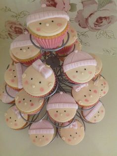 Totally gorgeous little cupcakes! I don't know I could actually bring myself to eat these...