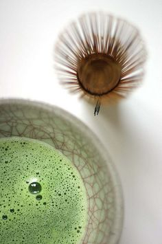 Japanese ceremonial Matcha green tea in traditional cup and brush to froth it Japanese Matcha, Japanese Sweets, Japanese Food, Food Styling, Tea Culture, Japanese Tea Ceremony, Green Tea Powder, Matcha Green Tea, Matcha Bowl